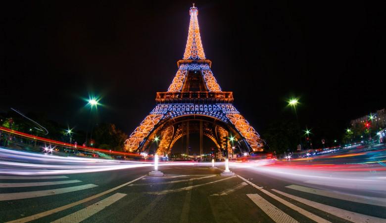 eiffel-tower-light-show-paris-bricker-L