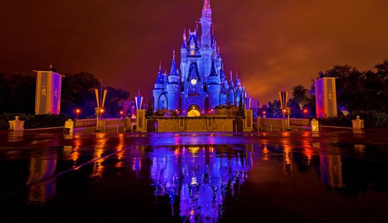cinderella-castle-blue-sparkles-kiss-goodnight-L