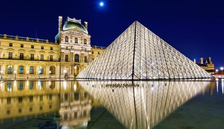 louvre-museum-reflection-paris-france-bricker-L