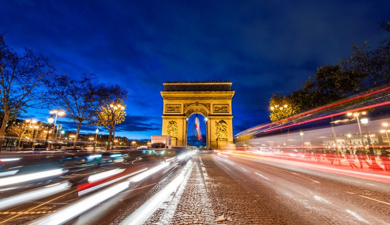 arc-de-triomphe-night-streaking-traffic-bricker-L