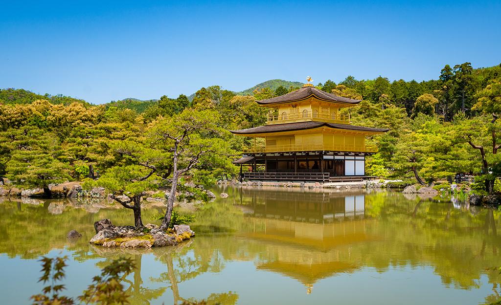 https://www.travelcaffeine.com/wp-content/uploads/2013/10/golden-pavilion-kyoto-japan-956.jpg