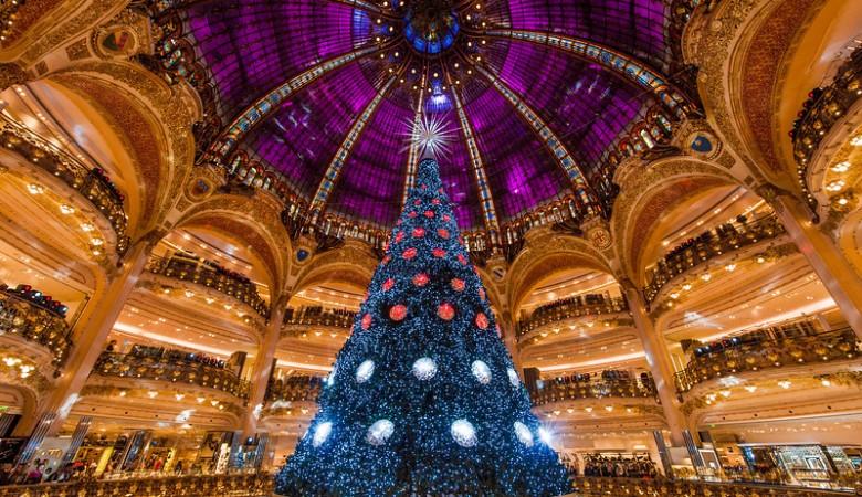 Galeries-Lafayette-paris-christmas-tree-landscape-L