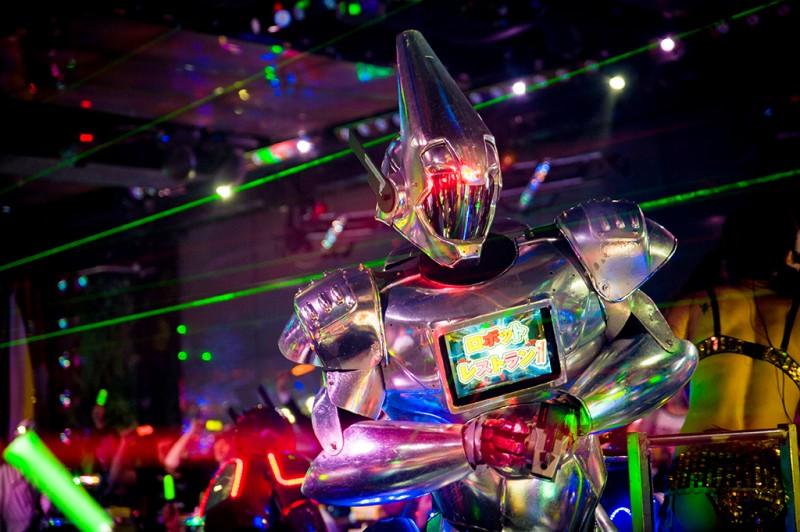 robot-restaurant-tokyo-japan-shinjuku-0906