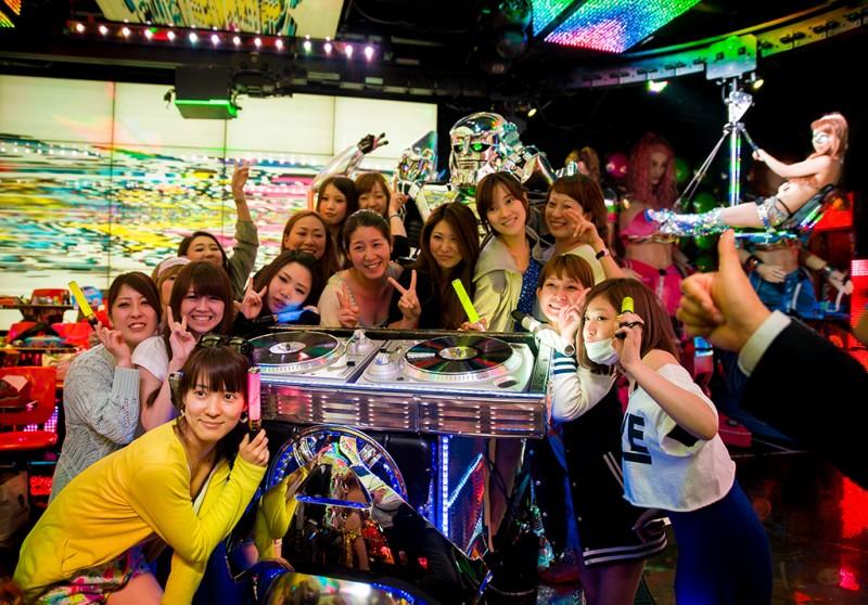 robot-restaurant-tokyo-japan-shinjuku-0911