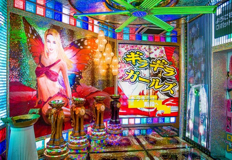 robot-restaurant-tokyo-japan-shinjuku-0914