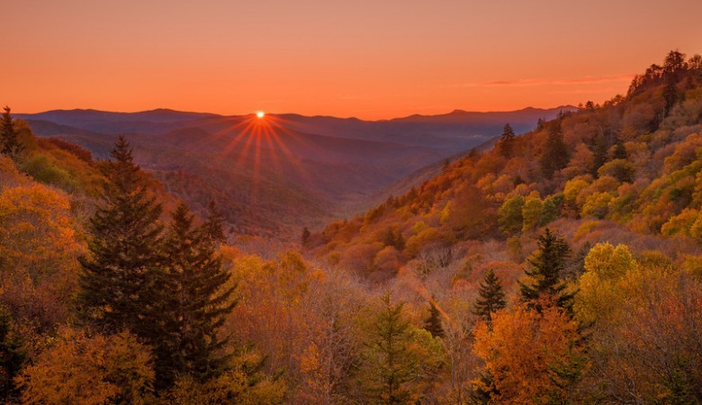 great-smoky-mountains-national-park-sunrise-Oconaluftee-valley-L