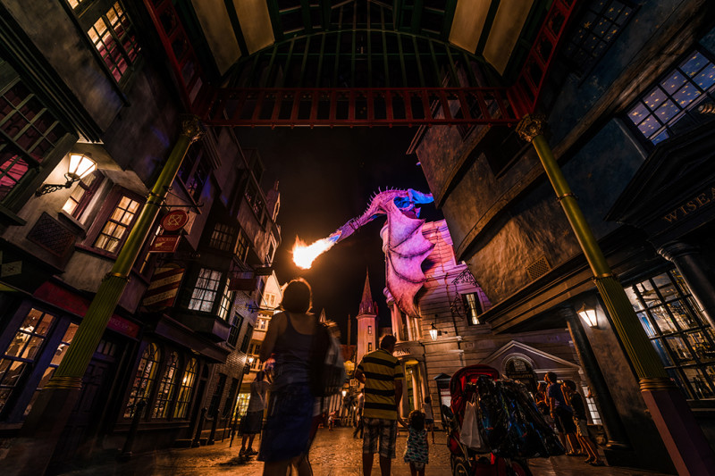 diagon-alley-dragon-fire-framed-red-harry-potter