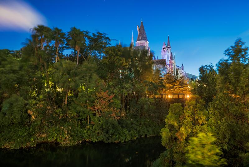 hogwarts-castle-across-water
