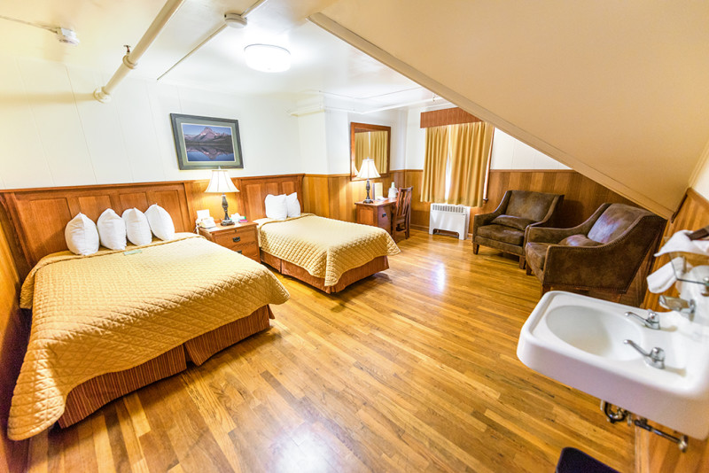 many-glacier-hotel-family-room-bedroom