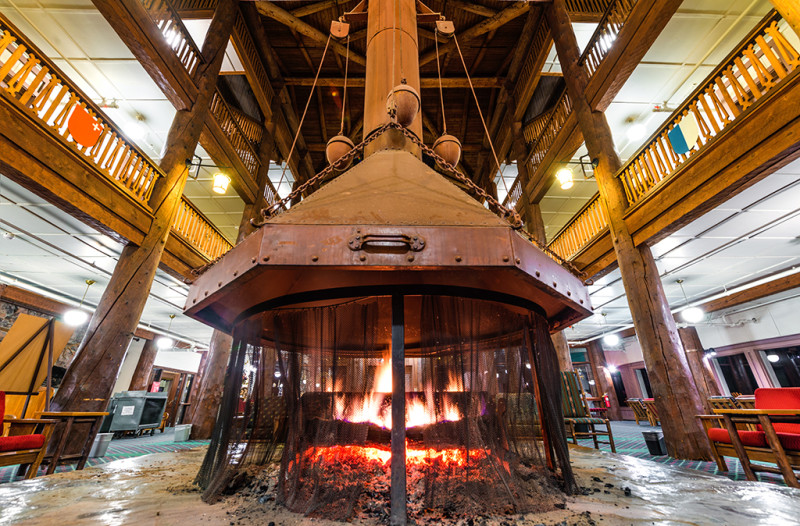 many-glacier-hotel-lobby-fireplace