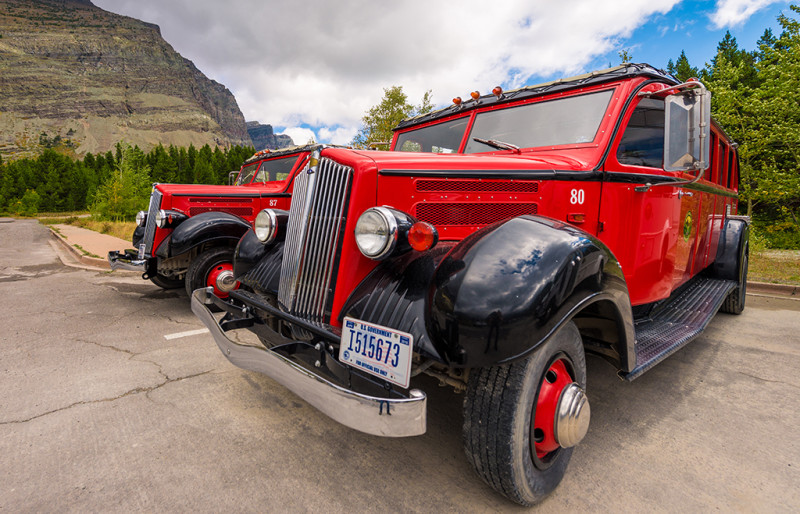 red-bus-many-glacier-hotel