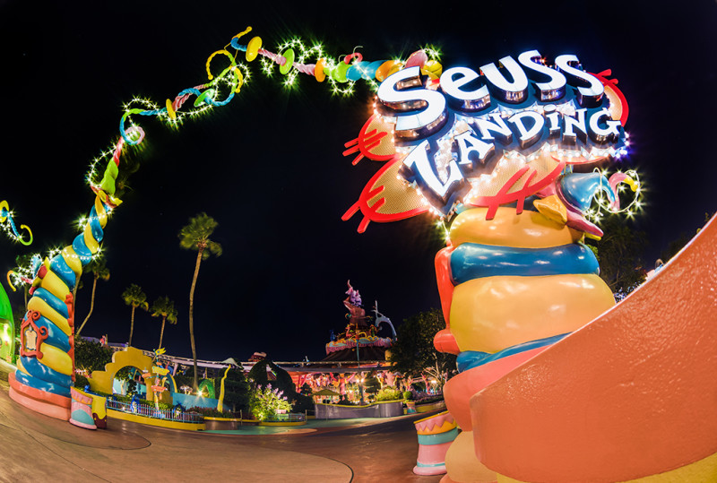 seuss-landing-night-universal