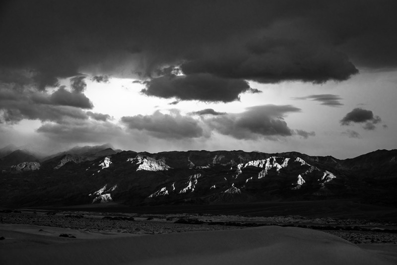 death-valley-speckled-light-black-white