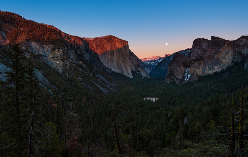 moonrise-landscape-yosemite-national-park-sunset