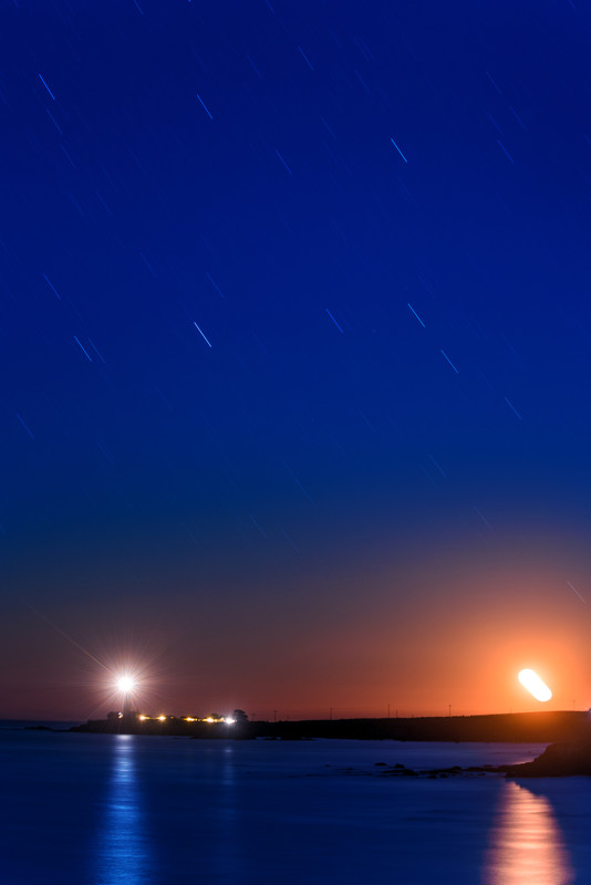 pigeon-point-light-house-star-trails-moonset