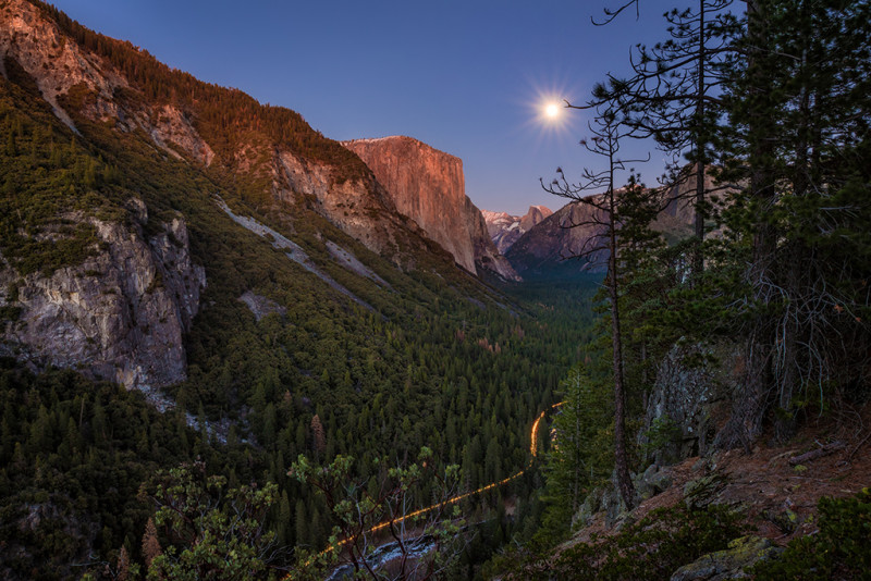 yosemite-valley-moonrise-sunset