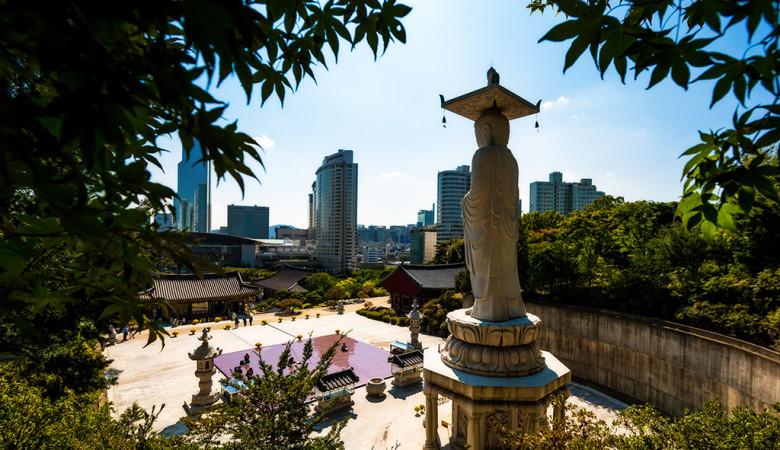 bongeunsa-temple-seoul-south-korea-trees