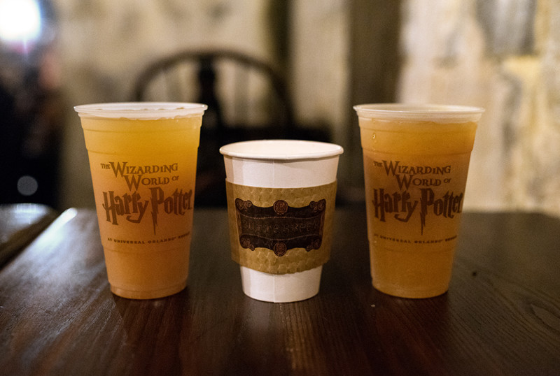 butterbeer-drinks-wizarding-world-harry-potter-universal