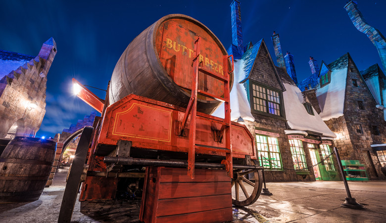 butterbeer-wizarding-world-harry-potter-hogsmeade-night-sky copy