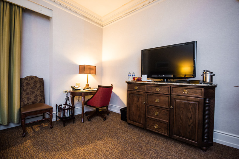 fairmont-banff-springs-hotel-room-photos-005