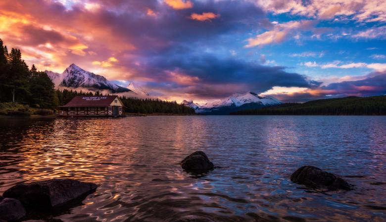 maligne-lake-sunrise-color-boathouse-jasper-national-park-canadian-rockies copy