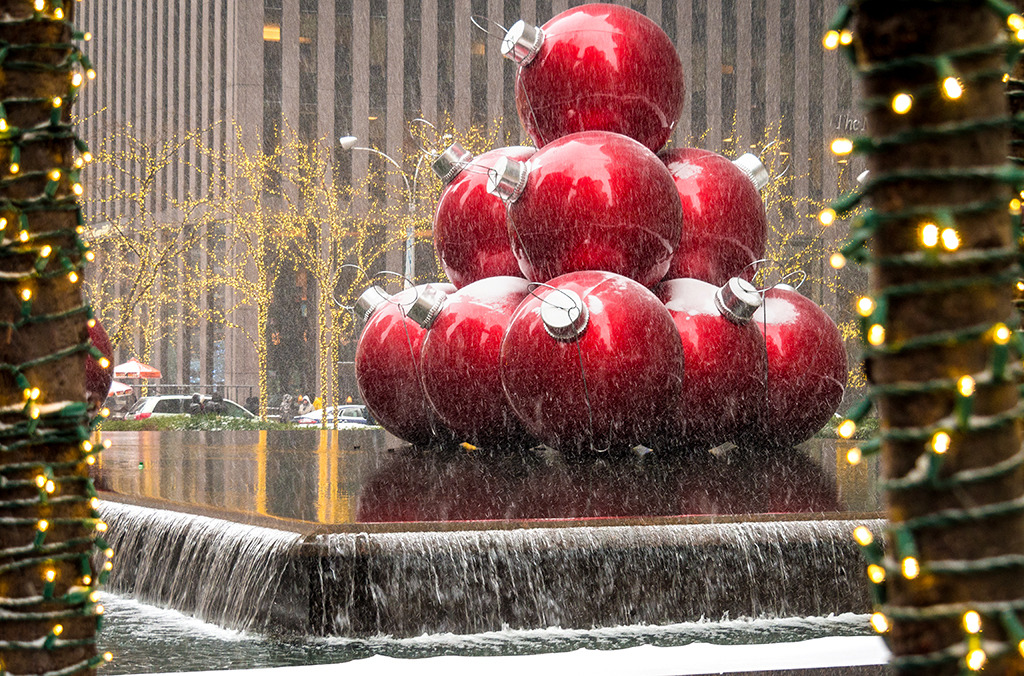see other christmas decorations in nyc - New York Christmas Decorations