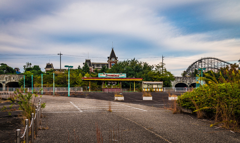 http://www.travelcaffeine.com/wp-content/uploads/2016/02/nara-dreamland-japan-abandoned-theme-park-bricker-003-800x479.jpg