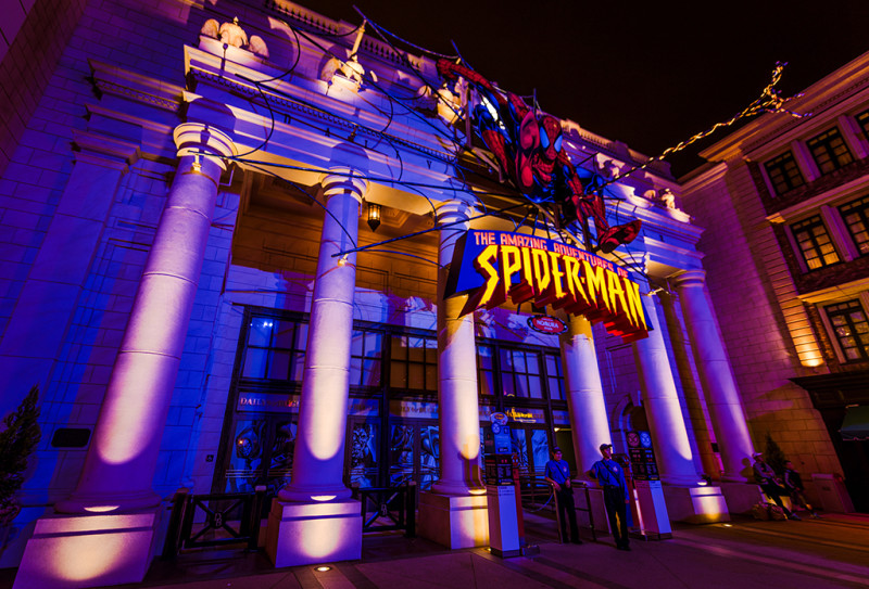 spiderman-night-front-building