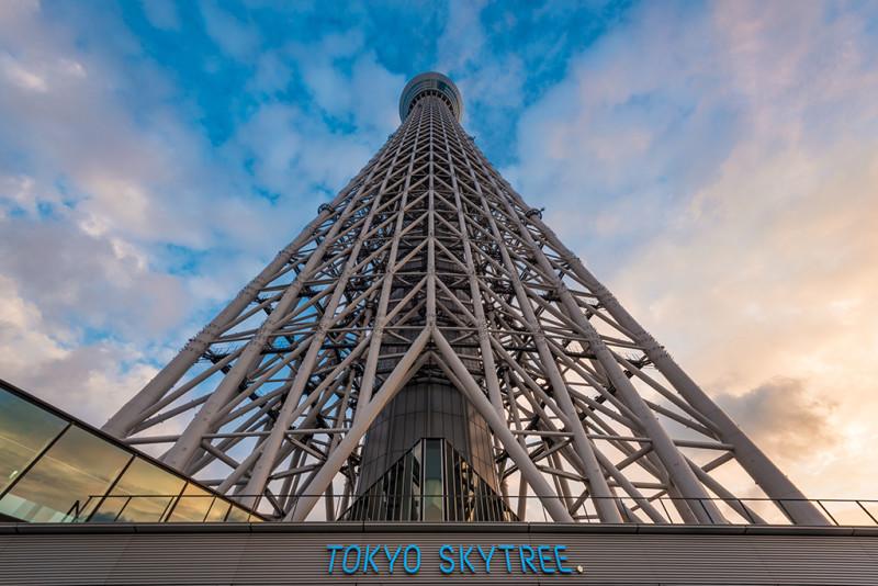 tokyo-skytree-upwards-sunset