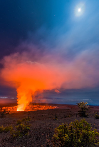volcano-full-moon-night-hawaii
