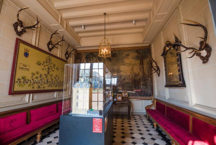 chateau-de-cheverny-loire-valley-france-083