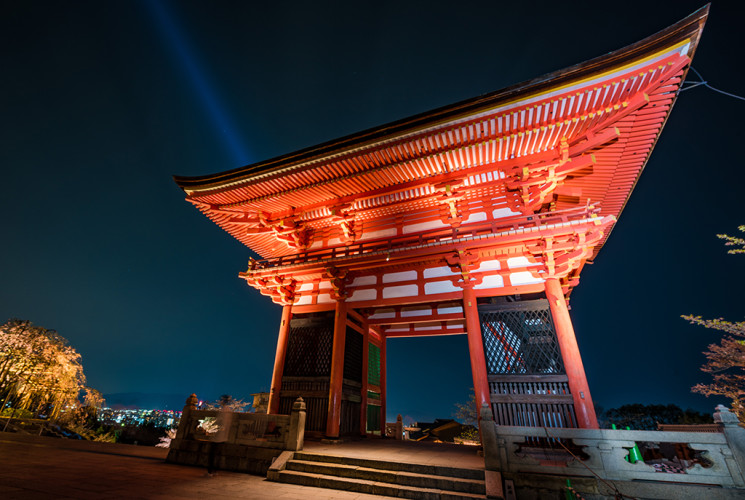 kiyomizudera-temple-blossom-night-lighting-kyoto-japan-534