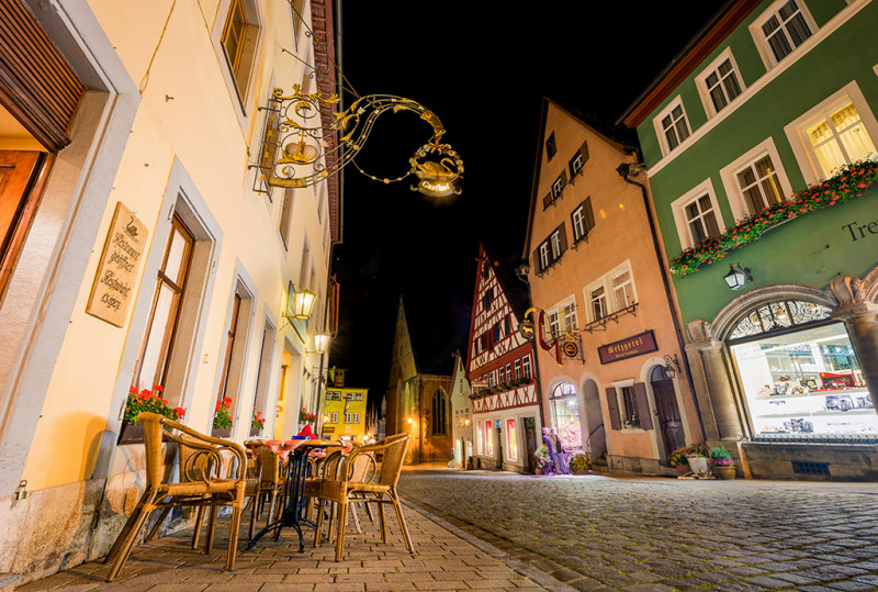rothenburg-ob-der-tauber-germany-street-restaurant