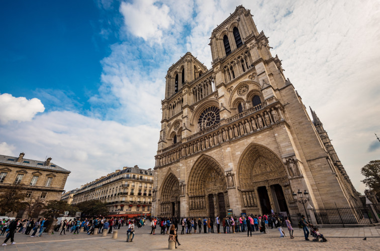 front-notre-dame-de-paris-cathedral-france