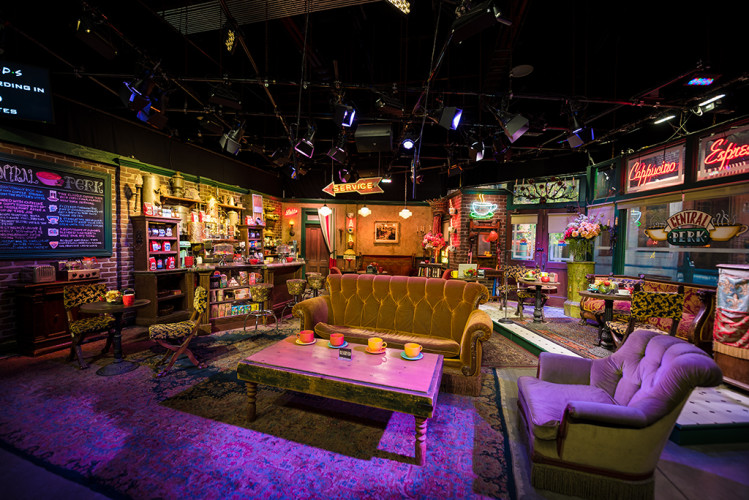 central-perk-friends-warner-bros-studio-tour-burbank-california-688