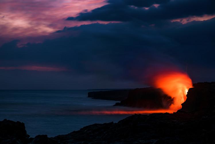 dusk-zoom-lava-ocean-entry-kamokuna-viewing-hawaii-volcanoes-national-park-bricker
