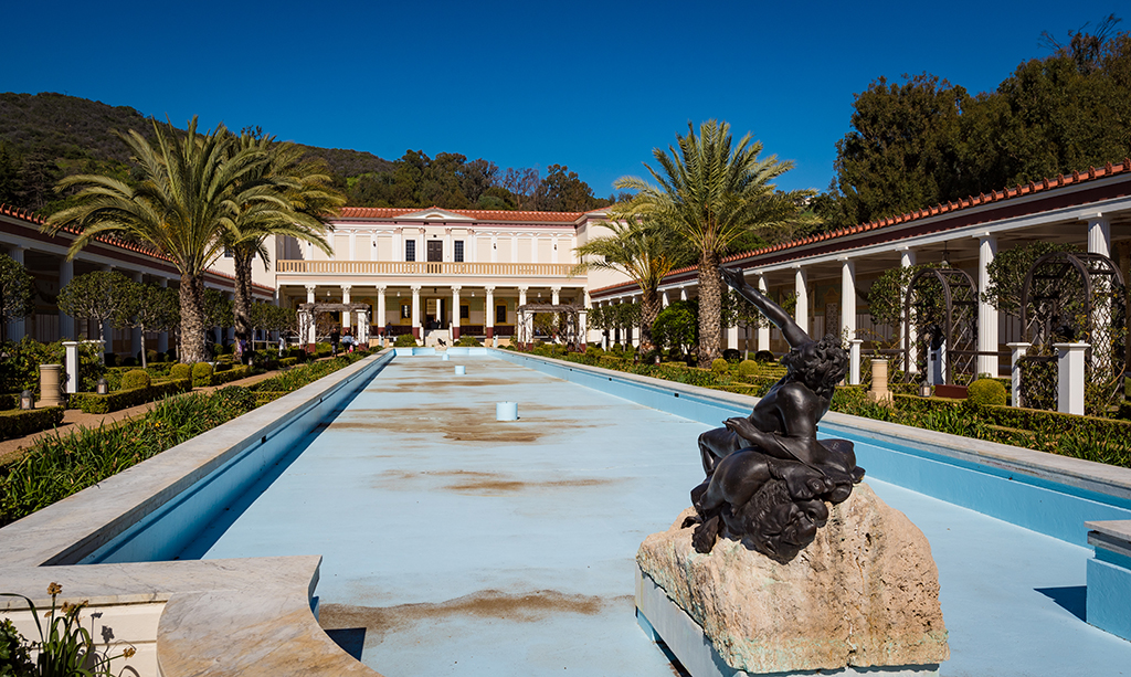 getty villa The getty center is in brentwood and is the larger of the two as well as its gardens, its famous for its architecture (by richard meier) and its views the getty villa is in malibu and is modeled on an italian villa, equally gorgeous in its own right.