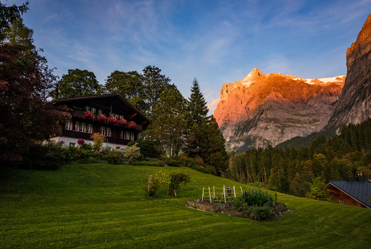 grindelwald-switzerland-mountains-sunset-bricker