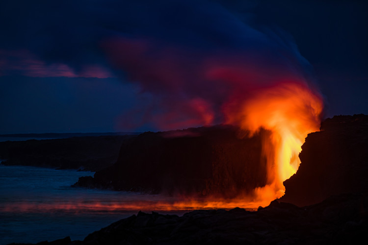 long-exposure-night-lava-flow-ocean-hawaii-volcanoes-national-park