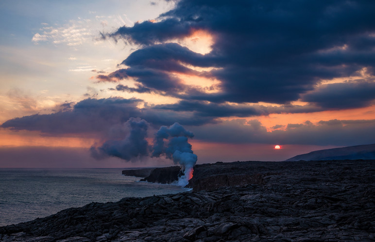 sunset-ocean-entry-kamokuna-lava-viewing-hawaii-volcanoes-national-park-bricker