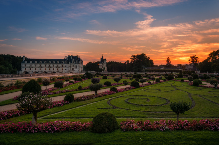 colorful-sunset-chateau-de-chenonceau-loire-valley-france-bricker