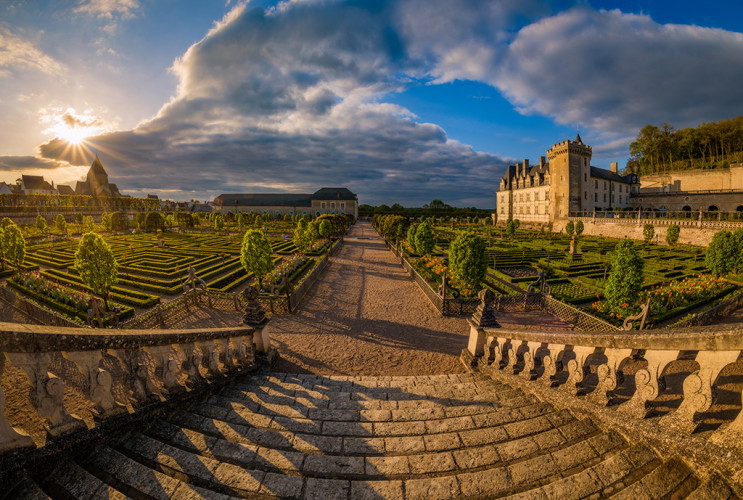 sunset-stairs-chateau-villandry-loire-valley-france-bricker