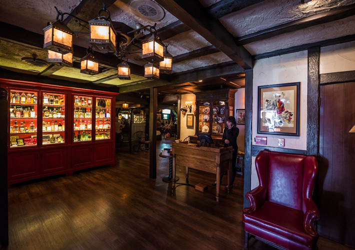 tam-o-shanter-los-angeles-restaurant-walt-disney-920