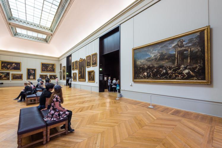 louvre-art-museum-paris-france-200