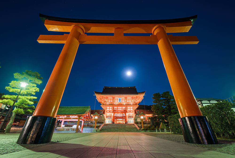 Fushimi Inari Shrine At Night Kyoto Japan Tips Travelcaffeine Com